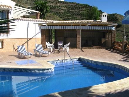 almunecar finca carmona ferienhaus mit pool und meerblick. Black Bedroom Furniture Sets. Home Design Ideas